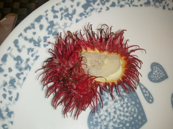 How to eat Rambutan, www.ishism.com