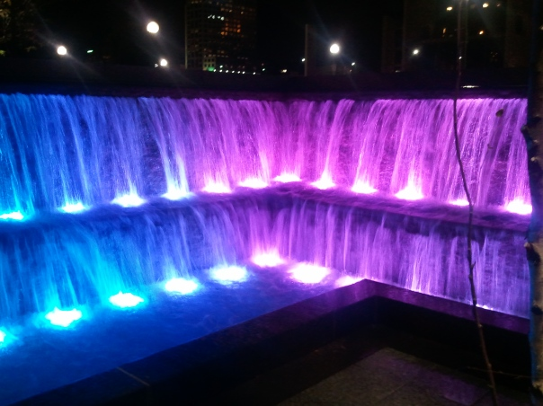 Cincinnati Fountain that changes color, night time
